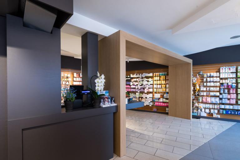 foto portale zona ingresso farmacia