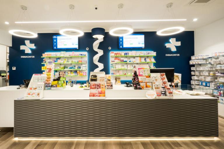 foto banchi prescrizione con dettaglio chiocciola per distribuzione farmaci e lampade