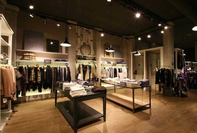 Foto dettaglio tavoli centro stanza Matias Fashion Outlet