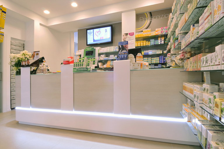 Foto banco prescrizione con inserto di led luminoso farmacia Belloni